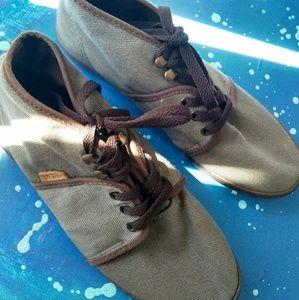 Vans Camyrn high top corduroy shoes